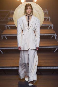 Вдохновение:  летний гардероб во французском стиле в коллекции Jacquemus весна-лето 2017 #мода #стиль #минимализм #французскийстиль #касульныйгардероб #высокаямода #модныетренды #minimalism #frenchstyle #Jacquemus #summerwardrobe #wearnissage #соломеннаяшляпа #черно-белый