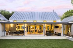 Extraordinary modern farmhouse in rural Texas by Olsen Studios (Step Design Exterior) Modern Farmhouse Design, Modern Farmhouse Exterior, Farmhouse Style, Rustic Farmhouse, Urban Farmhouse, Farmhouse Layout, Farmhouse Interior, Country Style, Farmhouse Architecture