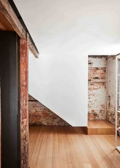 Hobart Barn Conversion by Liz Walsh & Alex Nielsen. Interior Stairs, Interior Exterior, Exterior Design, Architecture Details, Interior Architecture, Escalier Design, Balustrades, Stairway To Heaven, Exposed Brick