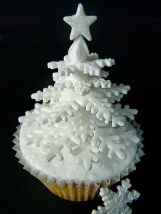 abbietabbie - christmas - christmas cupcake - snowflake tree cupcake