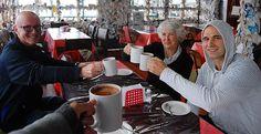 Un chocolate caliente para subir la temperatura, en el pintoresco restaurante Linda Vista. // Warming up with hot chocolate at 'Linda Vista' restaurant.