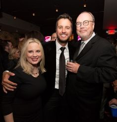 APPEARING IN THE PHOTO (L-R): Universal Music Group President Cindy Mabe, CMA Entertainer of the Year Luke Bryan, Universal Music Group Chairman and CEO Mike Dungan PHOTO CREDIT: Chris Hollo