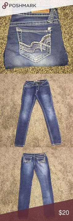 """Wallflower Jeans Waist 14 1/2"""" flat across, inseam 29"""". EUC No rips or stains. 🐸Ask about custom bundles for better discount.🐸 Wallflower Jeans Ankle & Cropped"""