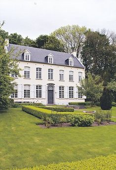 Exterior classic house english country 39 ideas for 2019 English Manor, English House, Villa, Beautiful Buildings, Beautiful Homes, Georgian Homes, Classic House, Classic Chic, White Houses