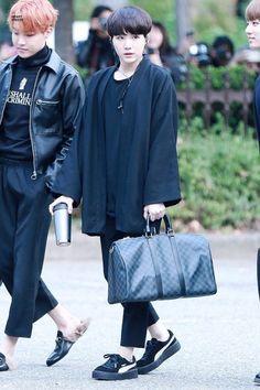 bonus gifs of yoongi looking gooood- Bts Airport, Airport Style, Bts Boys, Bts Bangtan Boy, Jimin, Jhope, Kpop Fashion, Korean Fashion, Airport Fashion