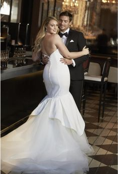 No matter your size, your wedding dress should fit you perfectly. We've researched the best plus size wedding dresses to celebrate and flatter your curves. Dress Plus Size, Wedding Dresses Plus Size, Plus Size Wedding, Satin Mermaid Wedding Dress, Mermaid Dresses, Mermaid Gown, Bridal Gowns, Wedding Gowns, Justin Alexander Bridal