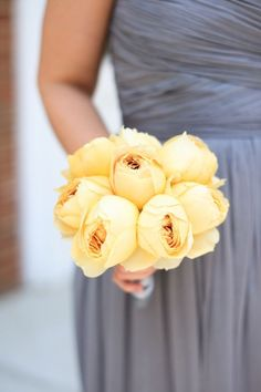 yellow rose bouquet. loving the contrast against the gray dress.