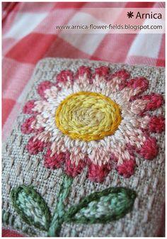 Arnica flower fields: льняные броши ЛУГА-И-ТВАВЫ