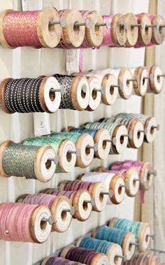 Ribbon storage on wooden spools. Coin Couture, Craft Room Storage, Craft Organization, Craft Rooms, Ribbon Organization, Space Crafts, Home Crafts, Ribbon Storage, Ribbon Display