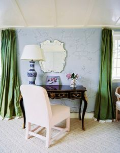 wallpaper and curtains with bottom edge