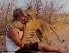 Sirga, The Lioness Who Loves to Hug (VIDEO)