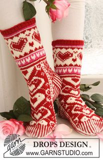 "Knitted DROPS Socks with pattern in ""Merino Extra Fine"". ~ DROPS Design"