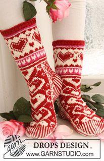 """Stickade DROPS Valentin sockor med mönster i """"Merino Extra Fine"""". ~ DROPS Design"""