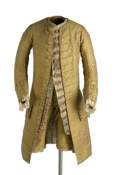 """3-piece suit, c. 1750-1760. Coat and breeches made of silk with a """"fencing pattern"""" in yellow on grey ground."""