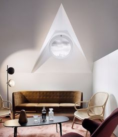 This room is both minimalistic and classic! The look is so simple, but with a scandinavian touch Studio Lamp, Black Lounge, Handmade Cushions, Globe Lights, Custom Leather, Danish Design, Floor Lamp, Living Rooms, Scandinavian