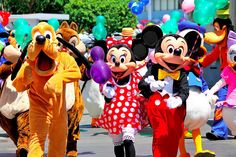 Happy Monday everyone! Let start the week with these happy faces! Any Disney fans online today?