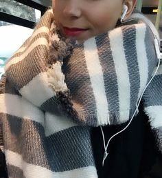 Winter & Music #goodmorning #paris #france #smile #french #selfie #makeup #redlips #scarf #stripes #ootd #outfit #cosy #fashion #warm #winter #january #cold #grey #music #life #love