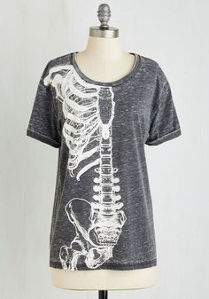 You've got one anatomically adorable ensemble when you sport this cuff-sleeved, bone-printed tee! Emblazoned with a white shoulder blade, clavicle, sternum, ribs, spine, pelvis, and hips upon a gray burnout backdrop, this skeletal scoop neck boasts physical flair.