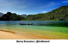 Aktivitas Nelayan di Pantai Pasumpahan Sumatera Barat.