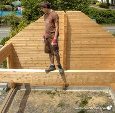maison bois : prêt pour recevoir le madrier de faîte