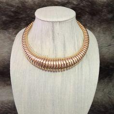 · XL Gold Spring Necklace · Collar Length
