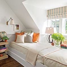 What a great idea for a loft area! Two Twins beds end to end. Wall sconces, night stand for each bed. The Bunk Room - Palmetto Bluff Idea House Photo Tour - Southern Living Bunk Rooms, Attic Rooms, Southern Living Homes, Country Homes, Bed Frame With Storage, Kids Bunk Beds, Twin Beds, Twin Bed Couch, Décor Boho