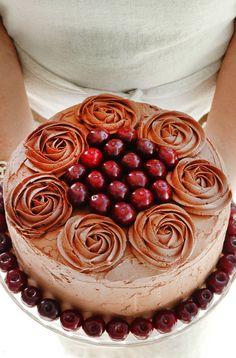 Saftig sjokoladekake med ganache og Bailey's Smørkrem! - Bakelyst