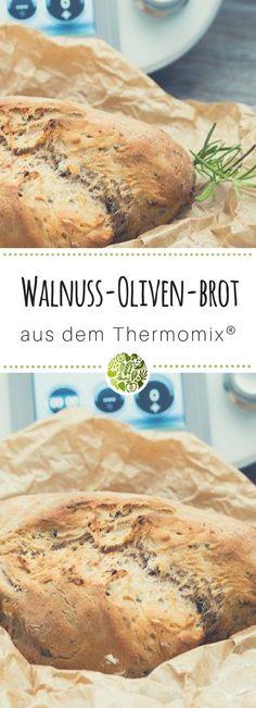 Diese mediterrane Köstlichkeit – Oliven-Walnuss-Brot aus dem Thermomix®️ ist kinderleicht gemixt, muss anschließend etwas gehen und wird dadurch richtig schön locker. #thermomix #willmixen