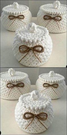 Stylish crochet storage jars crochet jars storage stylish quick and easy crochet hair clips a free tutorial Crochet Bowl, Crochet Basket Pattern, Cute Crochet, Diy Crafts Crochet, Crochet Gifts, Crochet Projects, Crochet Christmas Wreath, Knitting Patterns, Crochet Patterns