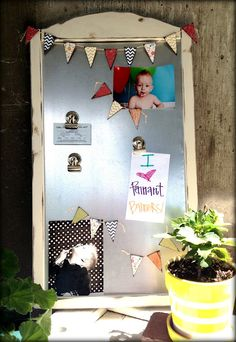 i LOVE this magnet board and little magnet buntings!!