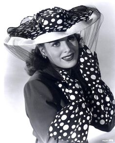 Actress Maureen O'Hara in a seriously eye-catching spotted hat and glove set.