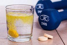 Hoe (on)gezond zijn vitaminepillen? - http://voeding.planetfem.com/hoe-ongezond-zijn-vitaminepillen/ De een slikt vitaminepillen omdat het zo gezond zou zijn, terwijl de ander beweert dat het juist helemaal niet goed is voor je lichaam. Natuurlijk heb je vitaminen nodig. Maar zijn vitaminepillen een goede manier om deze vitaminen binnen te krijgen? Krijg jij dagelijks genoeg vitaminen binnen? ...