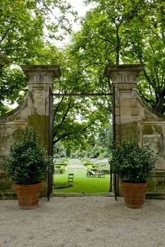 What a view through large gates. Repined by www.claudiadeyongdesigns.com