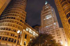 Símbolo da era progressista, o Edifício Altino Arantes, conhecido como  Prédio do Banespa, está localizado no centro da cidade. Foi inaugurado em  1947, ... 0f9b7d6212