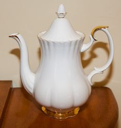 "Royal Albert@ ""Val Dor "" Pattern Large Coffee Pot England Mint! in Pottery, Glass, Pottery, Porcelain, Royal Albert 