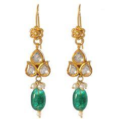 To die-for earrings by Amrita Singh Gold Jhumka Earrings, Funky Earrings, Gold Earrings Designs, Indian Earrings, Simple Earrings, Indian Jewelry, Beautiful Earrings, Pearl Earrings, Gold Jewelry