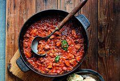 Máte chuť na klasiku? Uvařte si segedínský guláš s knedlíkem. #segedin  #recept #gulas #maso #klasika #recipe #goulash #meat Goulash, Chili, Soup, Treats, Ethnic Recipes, Goodies, Chile, Chilis, Soups