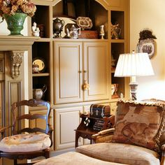 Traditional Living Room Fireplace Mantel Design, Pictures, Remodel, Decor and Ideas - page 97 English Country Decor, French Country Decorating, Country French, French Style, English Farmhouse, English Style, Farmhouse Style, Wall Units With Fireplace, Fireplace Design
