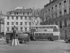 Cais do Sodré, Lisboa, c. 1960.   Fotografia do Museu da Carris Old Pictures, Old Photos, Time Travel, Places To Travel, Places In Portugal, The Old Days, Most Beautiful Cities, Old City, Capital City