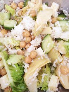 Salade riz / pois chiches, artichauts à l'huile, concombre, fromage