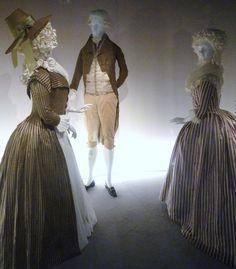 Droite-Robe-redingote-soie-coton-vers-1790-Lacma-gauche-robe-a-langalise-france-1785-90-soie-rayures-serge-et-attfetas-lacam.jpg (1863×2131)