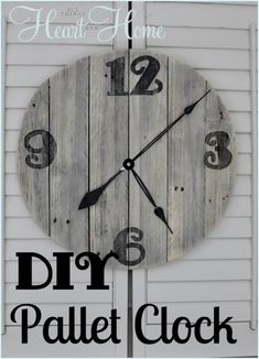 easy diy pallet clock crafts home decor outdoor living pallet repurposing upcycling This is the easiest DIY wood clock ever How do I know Because I actually did this without any help from The Husband Wooden Pallet Projects, Pallet Crafts, Wooden Pallets, Pallet Ideas, Wood Crafts, Pallet Wood, Barn Wood, Wooden Diy, Diy Crafts