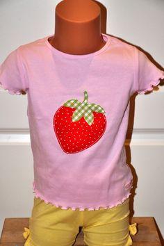 T-Shirts - Supersüßes rosa Shirt mit Erdbeere Gr. 104 :O) - ein Designerstück von MadebyPuenktchen bei DaWanda