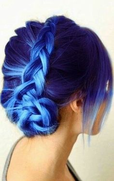 Blue hairstyles are all the rage now. Girls/women love experimenting with different hues like light to dark blue hair color in different haircuts. Hair Dye Colors, Hair Color Blue, Cool Hair Color, Purple Hair, Ombre Hair, Purple Braids, Blonde Hair, Navy Blue Hair, Blonde Streaks