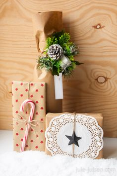 gift wrapping ideas for christmas using brown packaging paper, candy cane, paper doily, pine cones, fake fir-tree green, paper stars and brown string