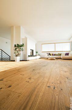 Authentisch, elegant und charakterstark! Verschönere deinen Lieblingsraum mit der Parkett Landhausdiele Eiche Sauvage retro strukturiert.