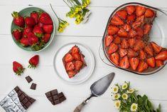 Σοκολατένιο γιαουρτογλυκό ψυγείου με φράουλες - madameginger.com Sweets Cake, Greek Recipes, Ratatouille, Chana Masala, Better Life, Strawberry, Pudding, Fruit, Cooking