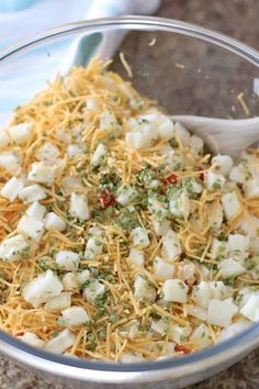 CHURCH LADY FUNERAL POTATOES (+Video) - side dishes #sidedishes Cream Cheese Potatoes, Cubed Potatoes, Cheesy Potatoes, Potato Dishes, Potato Recipes, Veggie Dishes, Cheese Recipes, Pumpkin Recipes, Bread Recipes