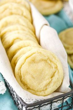 dessert recipes The Best Soft and Chewy Sugar Cookies - a must-have recipe for any good sugar cookie fan! These cookies require no chilling, theyre quick and easy to make, buttery and full of vanilla, and wonderfully soft and chewy for DAYS! Easy Cheesecake Recipes, Easy Cookie Recipes, Sweet Recipes, Baking Recipes, Dessert Recipes, Simple Cookie Recipe, Easy Recipes For Desserts, Simply Recipes, Recipes Dinner