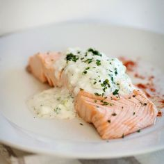 Poached Salmon with Cucumber Raita Gently simmering salmon in a flavorful white-wine broth is a classic cooking method that gives the fish a delicious flavor and a delicate texture. Salmon Recipes, Fish Recipes, Seafood Recipes, Great Recipes, Cooking Recipes, Favorite Recipes, Healthy Recipes, Salmon Food, Recipe Ideas